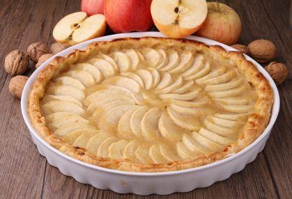 Una tarta muy fácil y deliciosa de manzanas. Prepárala, es muy rica y a todos les encantará.