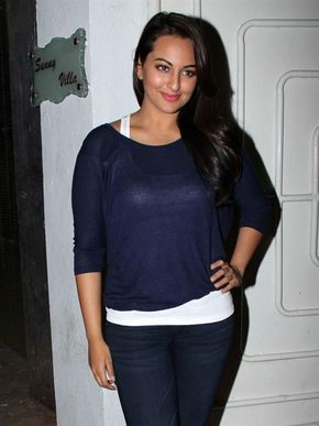 6. Sonakshi Sinha http://www.musicyouluv.com/hindi-movie/ Sonakshi Singh is also from a family with Bollywood background. She is the daughter of famous actor Shatrughan Sinha and actress Poonam Sinha