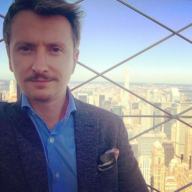 Stache & the City /// Thanks NYC for a wonderful stay! Special thanks to @the.style.professor and @danielroyquigley at @thearmourynyc for great discussions. And very very special thanks to @alirezanyc ---- #travelwithstyle #empirestatebuilding #newyorkstyle #newyork #menstyle #mensfashion #menswear #mensoutfit #modehomme #ootd #ootdman #ootdmen #frenchmen #frenchstyle #dapper #lookoftheday #picoftheday #gentleman #moustache #moustacherules #herringbonejacket #pochettedecostume #pocketsquare…