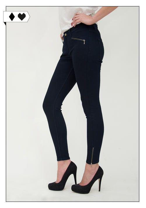 Black Skinny Zipper Jean (Monkee Genes): 98% Baumwolle, 2% Elasthan. Fair hergestellt in Bangladesch. GOTS zertifiziert. PETA approved vegan. VEGAN/SOCIAL
