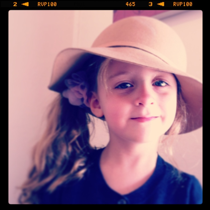 Felt hat, side pony, what could be better? #kids fashion #winter hats