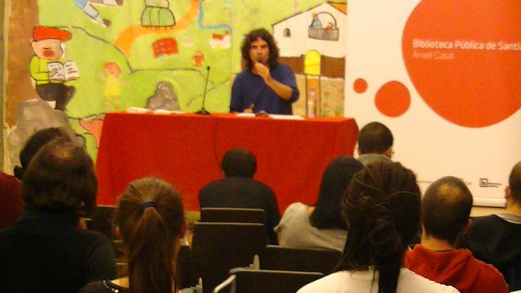 Abraham Rubín na conferencia que pronunciou na Biblioteca Ánxel Casal de Santiago de Compostela (27-X-2016).