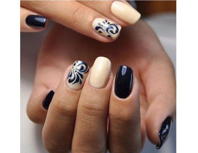 Granatowe paznokcie z brokatem, złotem lub srebrem - ten manicure to prawdziwe cudo! Zobaczcie najlepsze pomysły na elegancki granatowy manicure.