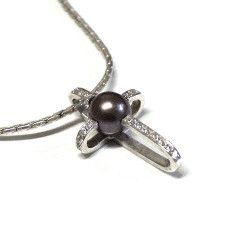 white gold + diamonds + pearl - design by silvanuno.com