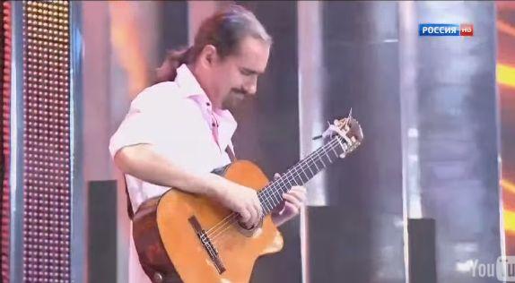 Carlos Santana y Jimi Hendrix no son nada al pie de este guitarrista y su solo de guitarra, MAGISTRAL !!!