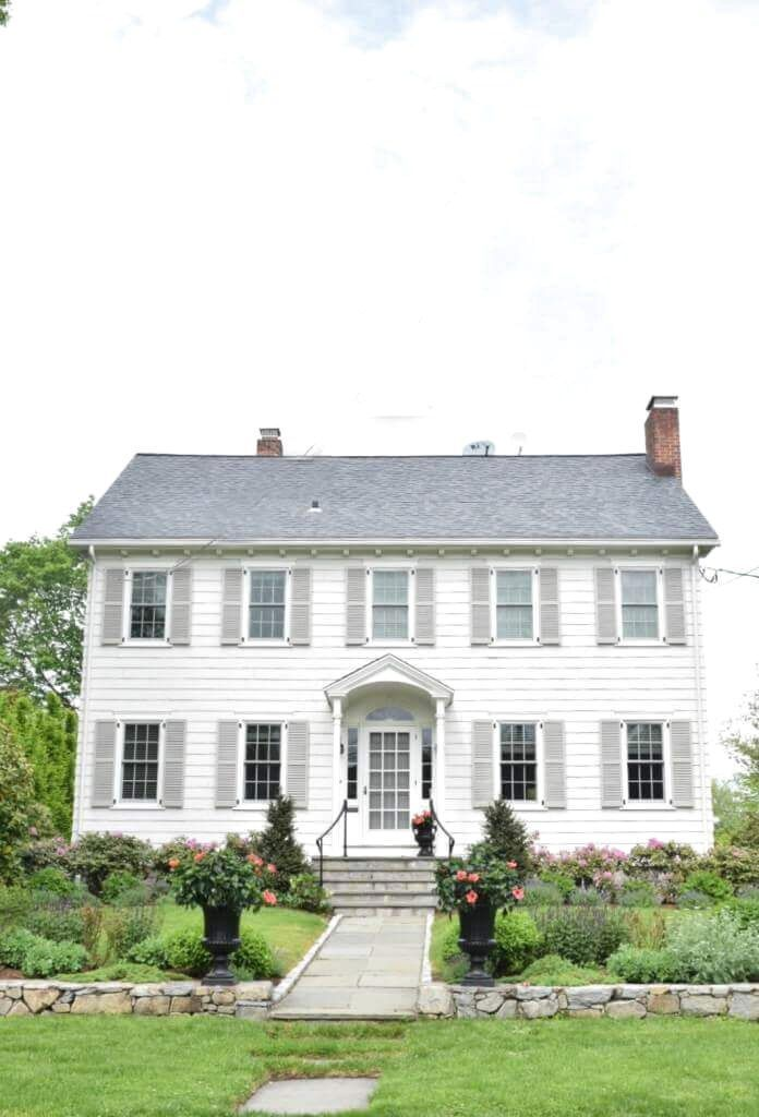 Awesome Modern Farmhouse Exterior Design Ideas Frugal Living In 2020 Colonial House Exteriors House Paint Exterior House Exterior Color Schemes