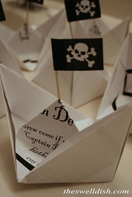 Idée invitation anniversaire pirate - DIY Pirate Party invitation card, folded like a boat