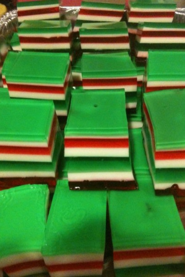 christmas colored 7 layer finger jello