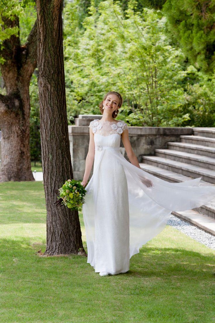 Kaitlyn  #NOVARESE #weddingdress #flower #lace #TemperleyLondon #LONDON
