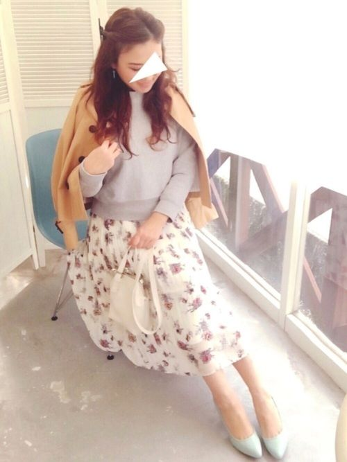 ♡♡花柄スカートコーデ♡♡ この日はとっても暖かかったので スカートです♪♪ プリーツで、裾はフレア