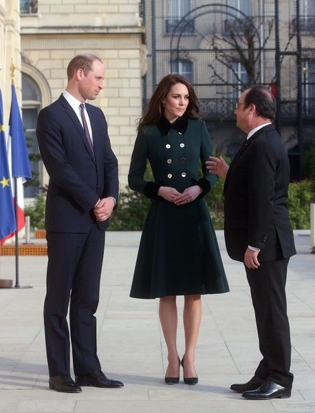 Kate Middleton Photos Photos - France's President Francois Hollande (R) speaks with Britain's Prince William and his wife Kate, the Duchess of Cambridge, in the gardens of the Elysee Palace in Paris on March 17, 2017. .British royals William and Kate arrived in Paris today in the prince's first official visit to the French capital since his mother died there. During the two-day trip, the couple will meet survivors of the 2015 terror attack on the Bataclan concert hall in Paris as well as…
