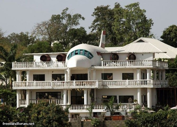 the house in the form of a plane