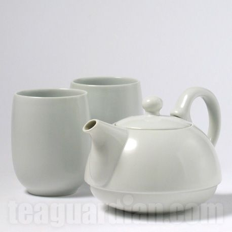 400 ml pot with high handle and lock for lid, glazed stoneware, contemporary
