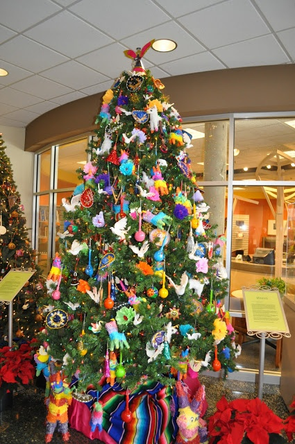 Super cute Christmas tree with tons of Mexican decorations! #MexicanChristmas #Christmastree