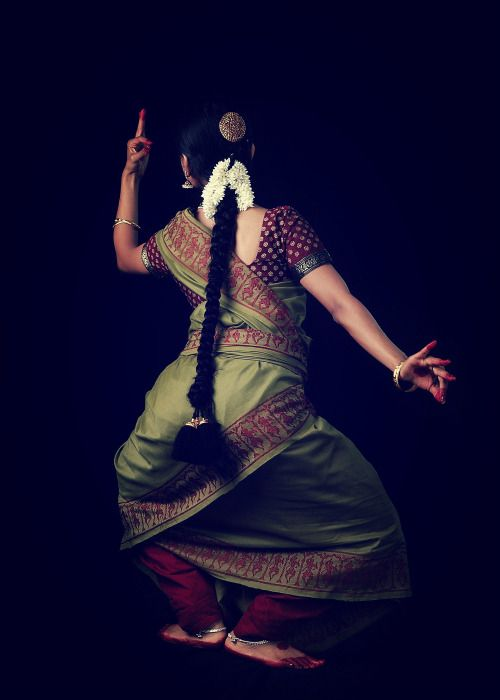 (bharatanatyam dancer | indian classical dance -original pinner)  I absolutely love the lighting in this photograph - the gesture and the body line - its mesmerising!