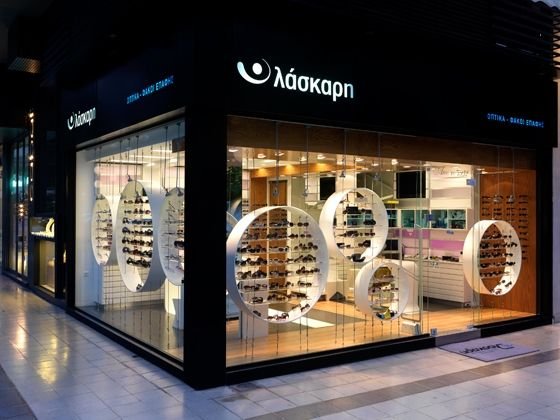 Transparency, semi-transparency, opaque and reflection are the main design characteristics incorporated in the design of the Laskaris Optics shop. The inspiration was drawn from the nature of the eye.…