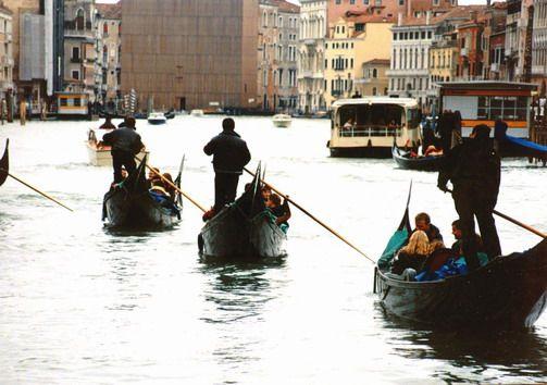 Woda w mieście - Wenecja, Canal Grande. Foto. Janusz A. Włodarczyk, 1998