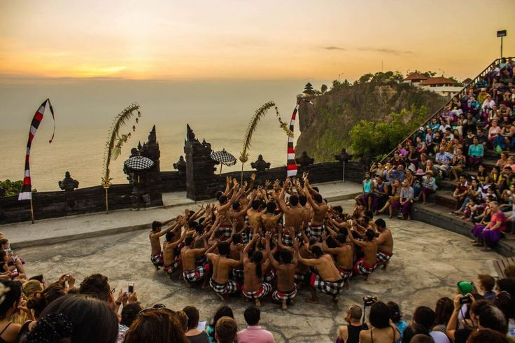 This art is one of the most famous traditional dances in Bali. His name is Kecak Dance. What is Kecak Dance? Kecak Dance is a traditional art of a typical dance art from Bali. The dance depicts the story of Pewayangan, especially the Ramayana story which is performed with the art of motion and dance.
