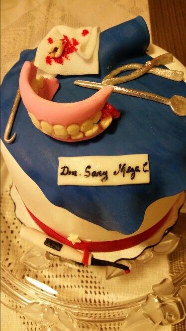 Pastel tema dentista,    el pN es de triple chocolate con rrlleno de nutella y la cubierta de crema chantilly , lo detalles son de fondant!  Feliz cumpleaños sary!!!
