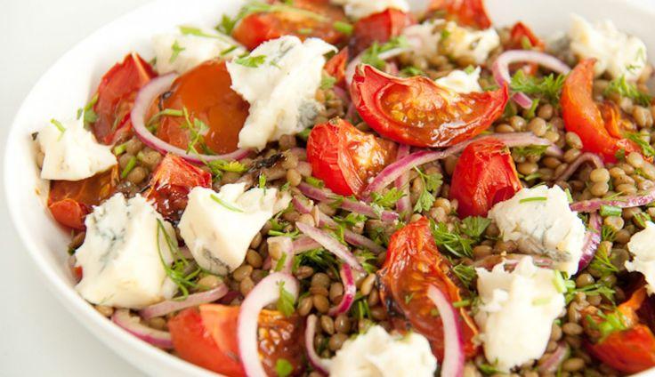 Een super dinerrecept van Caroline: castelluccio-linzen met tomaten en gorgonzola. Het originele recept komt uitPlenty van…