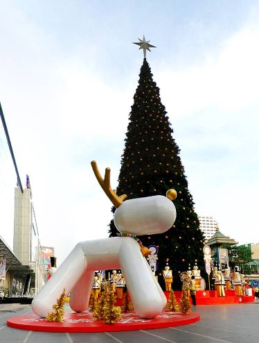 Central World Square, Bangkok, by Jedsada Puangsaichai https://www.360cities.net/image/central-world-square-bangkok#-18.52,-7.34,110.0