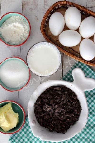 Muhteşem bir Fransız tatlısı olan Çikolatalı Sufle tarifimiz var. Bütün püfleri ve detaylarıyla huzurlarınızda, Çikolatalı Sufle...