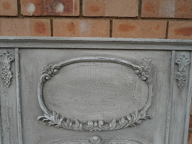 Close-up: Grisaille Mirror