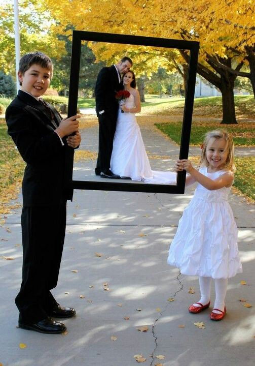 Have father/mother or best man/maid of honor hold the frame