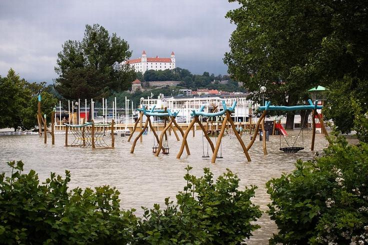 Rozvodnený Dunaj v Bratislave (utorok) | Sme.sk