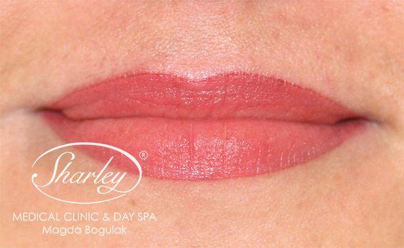 Delikatny i subtelny makijaż permanentny ust. Zapraszamy na zabiegi :) Więcej o makijażu: http://sharley.pl/oferta/makijaz-permanentny/makijaz-permanentny-ust/