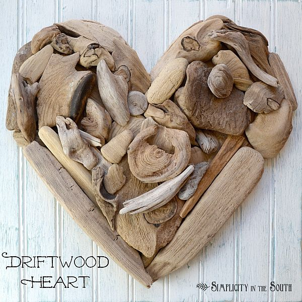 Driftwood Heart Art {Tutorial} by Simplicity in the South. Wouldn't a set of three of these be nice? Driftwood, Shells, sand and beach stones, or such.