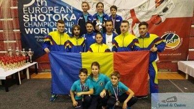 loading... Karateka de la cele 3 cluburi din Bănie, CS Universitatea Craiova, LPS Petrache Trişcu şi CS Bushi Craiova, au câştigat nu mai puţin de 47 de medalii la Campionatul European de Karate Shotokan WSF, desfăşurat în Cehia, la Pardubice.La această competiție au fost 20 de țări participante, 750 de sportivi și peste 1000 de ...