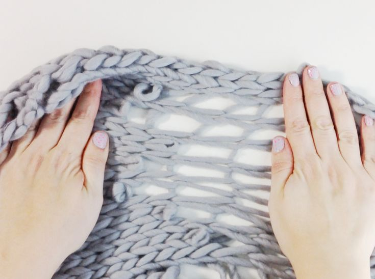 easy free pattern to do a Magic Scarf! with chunky wool from we are knitters