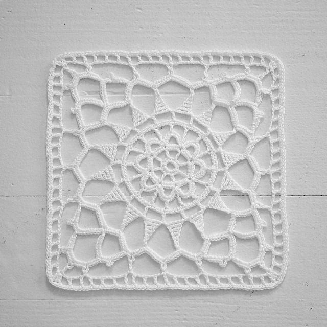 Square Medallion Tutorial ✿Teresa Restegui http://www.pinterest.com/teretegui/✿