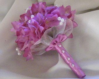 Articoli simili a Bouquet da sposa flowergirl di pulsante bianco e avorio vintage pomander damigella d'onore su Etsy