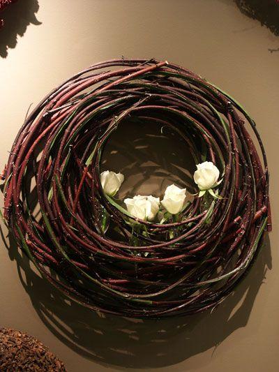 Wall arrangement with wihite roses ~ Stef Adriaenssens