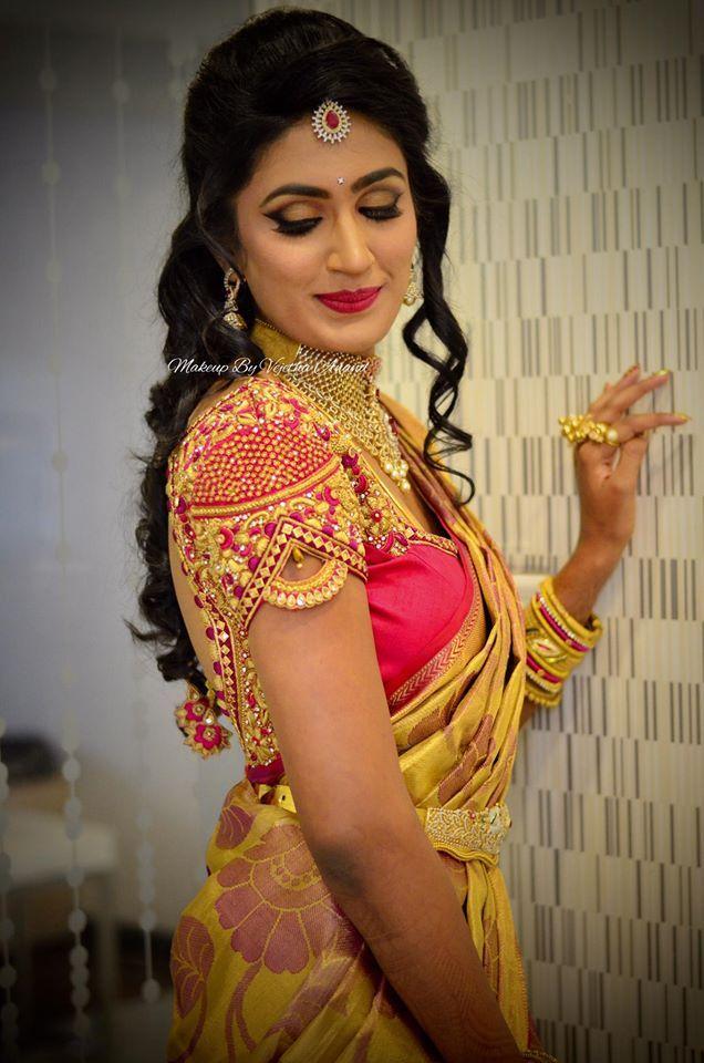 Mahita looks ravishing for her reception. Makeup and hairstyle by Vejetha for Swank Studio. Pink lips. South Indian bride. Eye makeup. Bridal jewelry. Bridal hair. Curls. Silk sari. Bridal Saree Blouse Design. Indian Bridal Makeup. Indian Bride. Gold Jewellery. Statement Blouse. Tamil bride. Telugu bride. Kannada bride. Hindu bride. Malayalee bride. Find us at https://www.facebook.com/SwankStudioBangalore