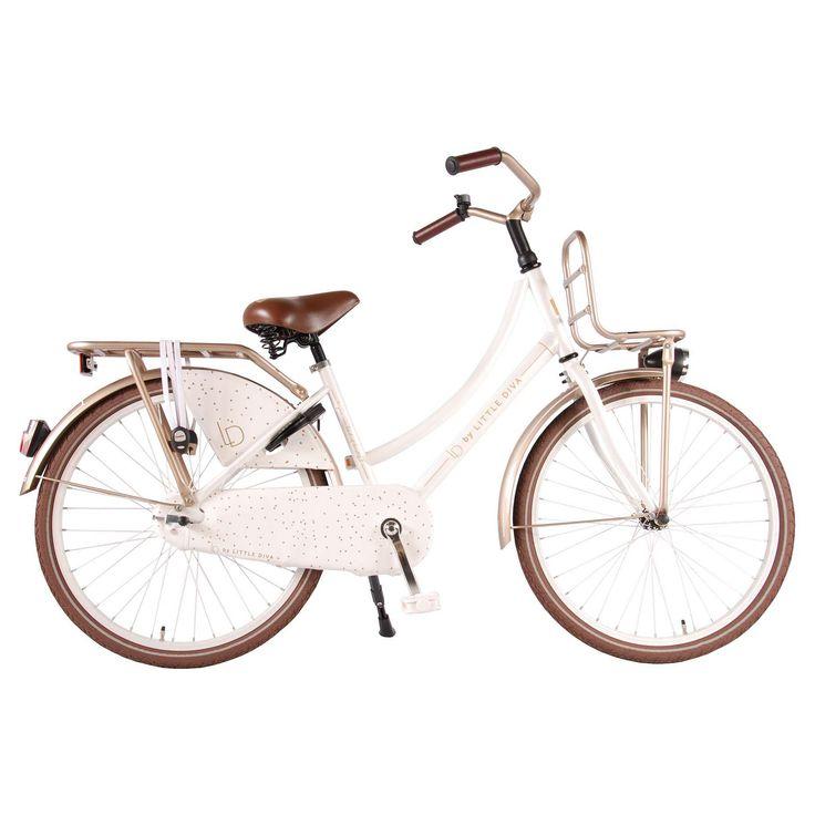 """LD Kinderfiets Little Diva 24"""" wit  Description: De LD Little Diva 24 inch is een mooie witte transportfiets met bruine kleuraccenten voor meisjes in de leeftijdsklasse van 8 tot 10 jaar. De Little Diva heeft een opvallend oversized frame en die ervoor zorgt dat de fiets stevig is en tegen een stootje kan. De terugtraprem in het achterwiel zorgt ervoor dat je veilig kan remmen en tot stilstand kan komen. Op de voordrager en bagagedrager neem je makkelijk allerlei spullen mee. Door de…"""