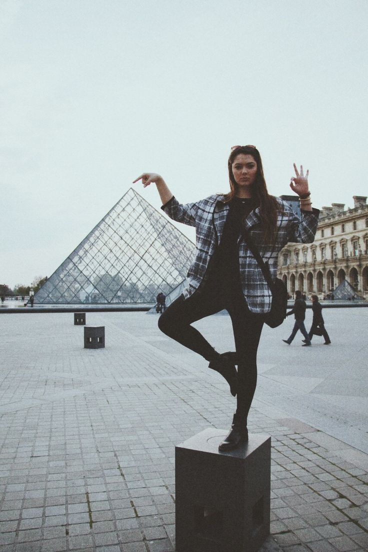 Must take a picture like this when I to to Paris next year