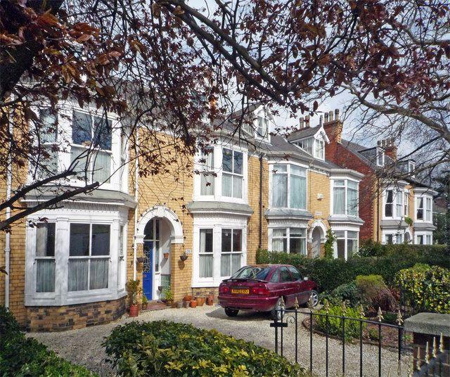 File:Yellow Brick Houses on South Street - geograph.org.uk - 755977.jpg