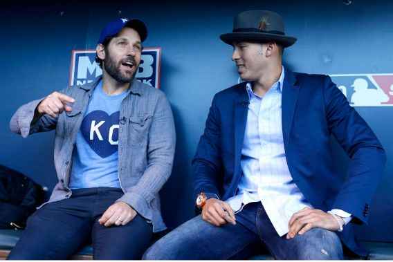 Hollywood Paul Rudd actor(L) meets MLB Rookie of the Year Carlos Correa(R)  of the Houston Astros World Series - New York Mets v Kansas City Royals - Game Two
