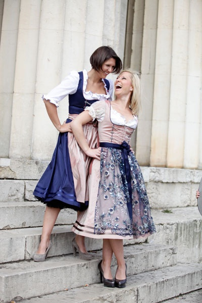 The lovely pairing of pale pink and navy blue at work in two Marianne Kranz dirndls.