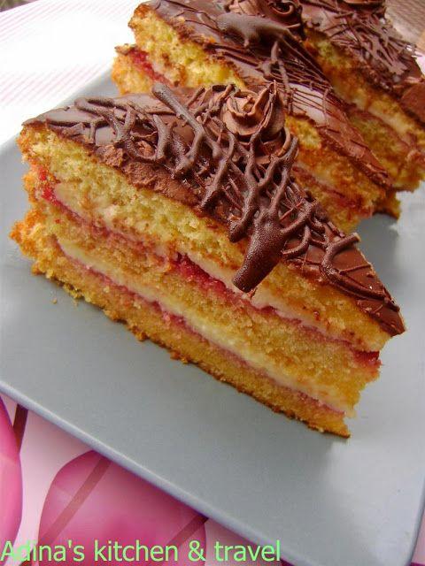 Adina's kitchen & travel: Tort cu crema de vanilie si dulceata de zmeura