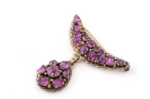 Винтажная брошь. Металл, аметистовое стекло. Марка: Kramer 1970-е гг. #vintage #jewellery #jewelry #trendy #style #chic #women #gift