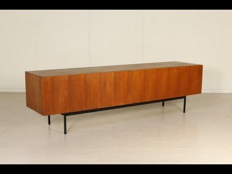 Mobile sideboard in legno di teak con base in metallo. Buone condizioni, presenta piccoli segni di usura. Produzione: Tedesca Periodo: Anni 50-60 Codice: MOD...