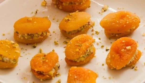 Apricots with goat's cheese and pistachios The #easiest #appetisers you'll ever put together!