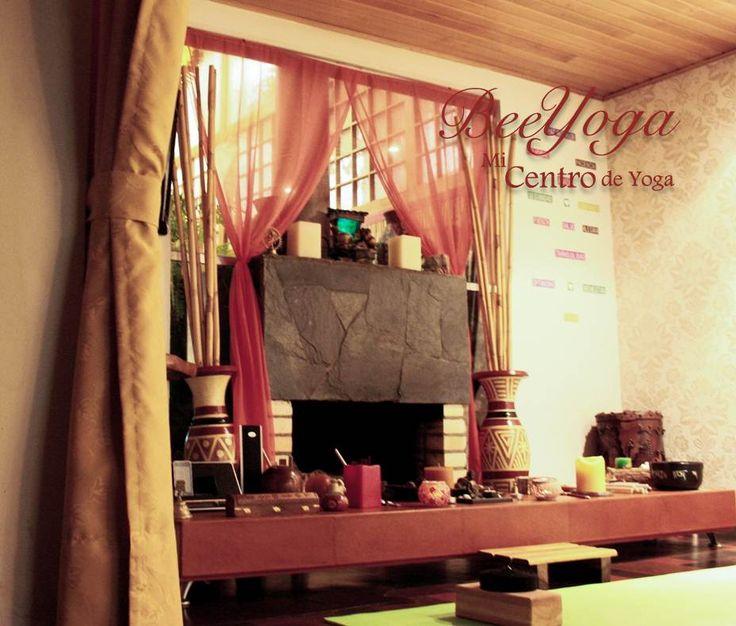 ¡Nuestro espacio! En BeeYoga nos interesa ofrecer un espacio cálido y cercano. Las clases se realizan con  grupos pequeños para poder atender las condiciones y necesidades de cada practicante. Abrimos un espacio a la conversación, al crecimiento y al compartir. #yoga #bogota #salud #fitness #meditacion