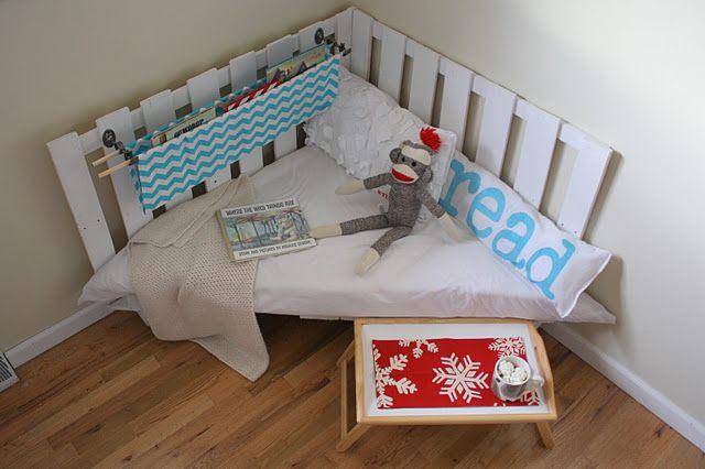 ADORE: Reading Area, Reading Corner, Corner Bookshelves, Reading Nooks, Reading Chairs, Handmade Christmas Gifts, Books Nooks, Kids Reading, Wooden Palettes