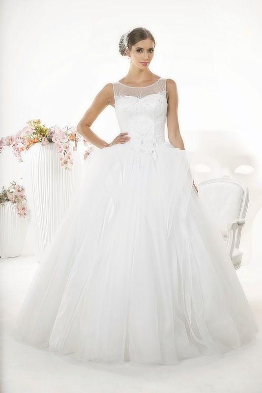 Suknia ślubna LARA z kolekcji White Butterfly firmy Relevance Bridal. Wedding Gown Penelope from White Butterfly Collection from Relevance Bridal. #SuknieŚlubne #SukniaŚlubna #RelevanceBridal #Ślub #OdzieżDamska  #Wedding #WeddingGown #WeddingDress #Womenwear