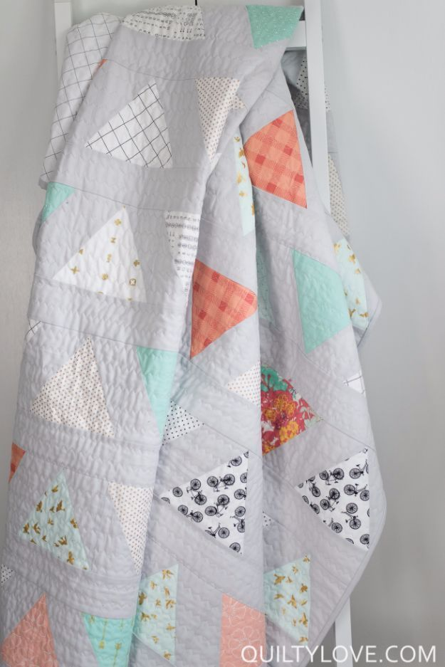 Best Quilts to Make This Weekend - Twin Size Triangle Pop Quilt - Free Quilt Patterns and Quilting Tutorials - Quilting for Beginners and Sewing Ideas - DIY Baby Quilts, Printables, New and Easy Modern Quilts, Jelly Roll, Quilt Squares, Fat Quarters and Scrap Ideas http://diyjoy.com/free-quilt-patterns-tutorials